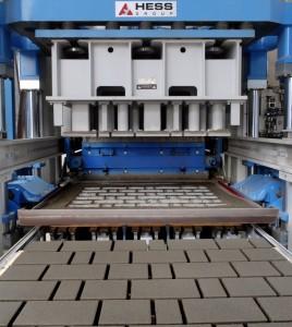 Фото вибропресса HESS 2000 - станок на котором производят тротуарную плитку Stellard