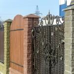 Быстровозводимый забор из колотого блока