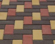 Фото укладки тротуарной плитки из трех цветов Елочка