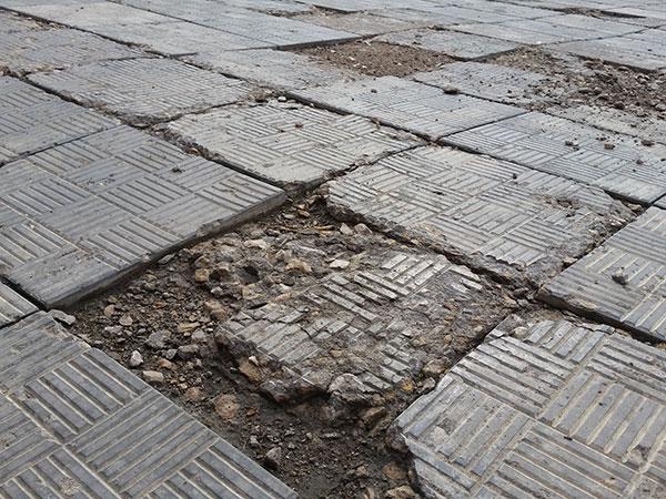некачественная-тротуарная-плитка2