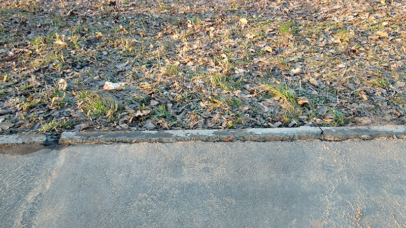 тротуарный бордюр сыпется